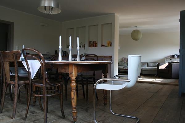 Jakie meble tapicerowane dobrać do nieustawnej kuchni?